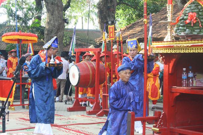 Hơn 300 nghệ nhân tham dự lễ tế tổ ở festival nghề tại Huế